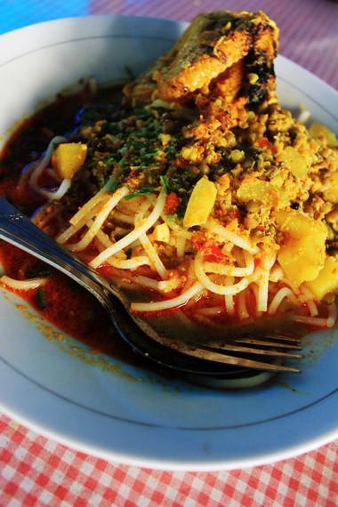 Laksa merupakan makanan yang terpengaruh kebudayaan masyarakat Tionghoa yang datang ke nusantara