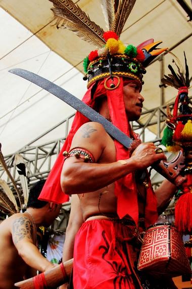 Mandau merupakan benda budaya yang lahir tidak lepas dari pandangan Suku Dayak terhadap hal-hal berbau magis