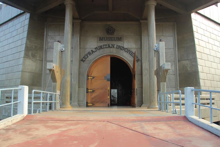 Museum Keprajuritan terletak di dalam Komplek Taman Mini Indonesia Indah Jakarta
