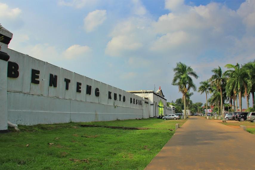 Pada masa kesultanan Palembang, benteng Kuto Besak digunakan sebagai pertahanan dari penjajah asing