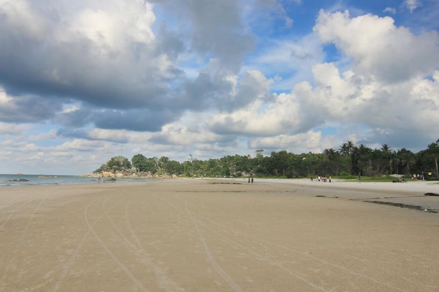 Pantai Matras terletak di Desa Sinar Baru, Sungailiat, Bangka