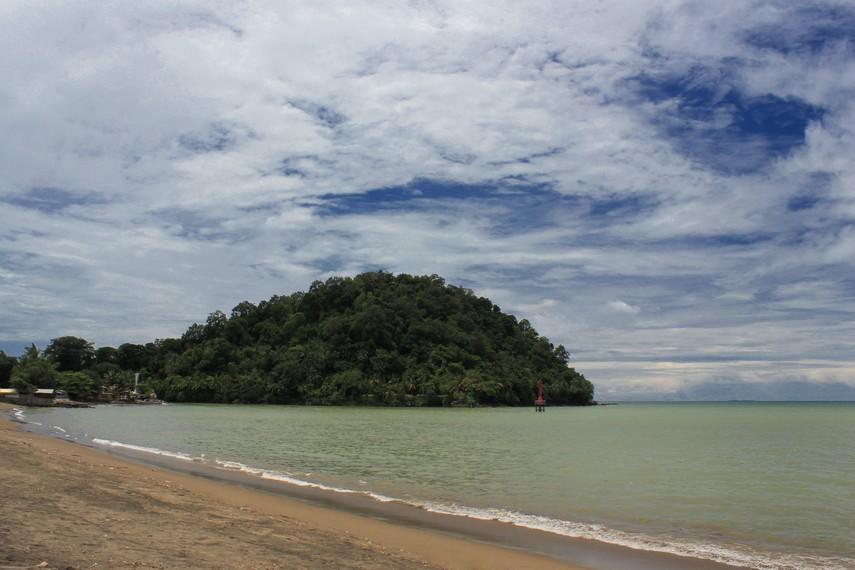 Pantai Padang, pantai yang letaknya tidak jauh dari pusat Kota Padang