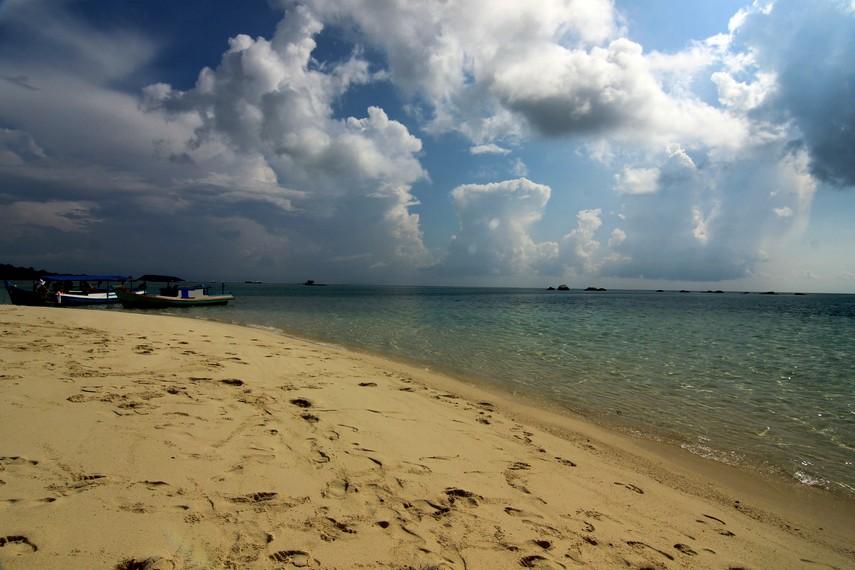 Pulau Pasir menjadi salah satu pulau yang berada di sekitar Pantai Tanjung Kelayang, Belitung