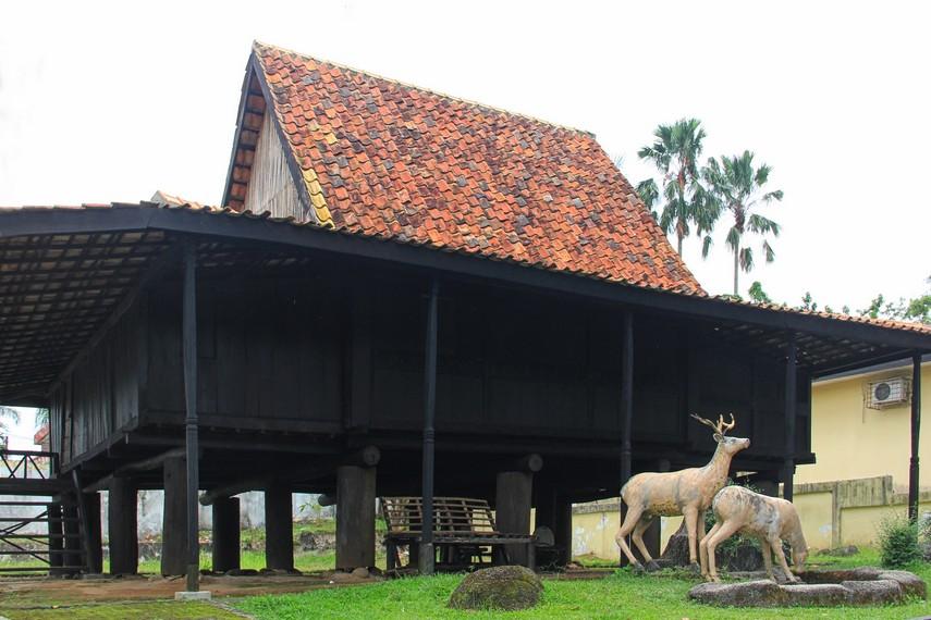 Rumah Ulu merupakan rumah tradisional masyarakat yang bermukim di kawasan hulu Sungai Musi, Sumatera Selatan