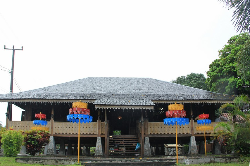 Rumah adat Belitung yang terletak di Jalan Ahmad Yani ini berdiri di atas tanah seluas kurang lebih 500 meter persegi
