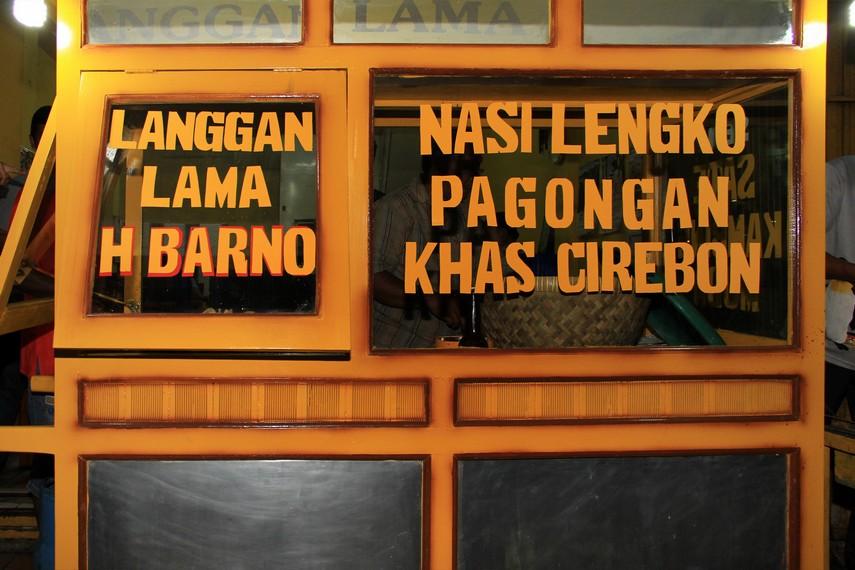 Salah satu warung yang menjual Nasi Lengko adalah nasi lengko H Barno di Jalan Pangongan