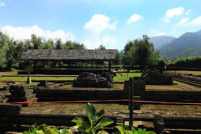 Sendang Sedayu, Sendang Maerokoco, dan Dharmasala terletak di Kompleks Candi Arjuna, di Desa Dieng Kulon, Banjarnegara