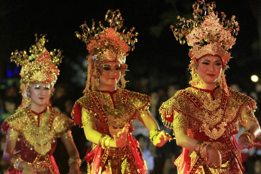 Tari Gending Sriwijaya merupakan tarian kolosal peninggalan Kerajaan Sriwijaya