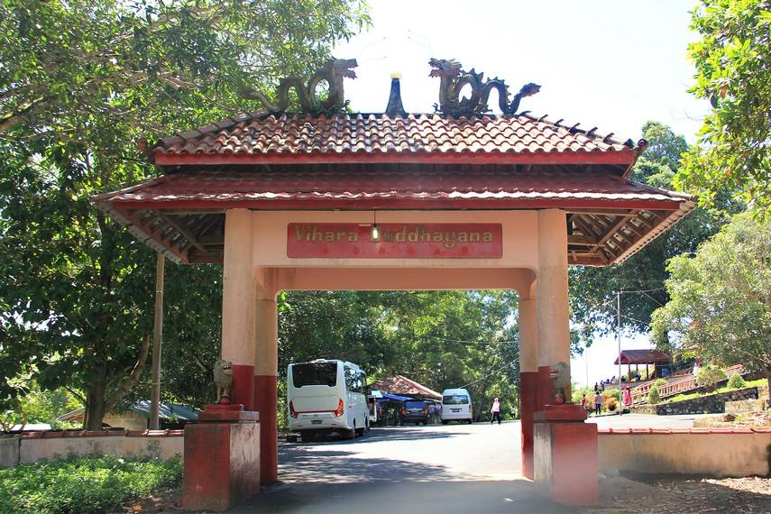 Vihara Buddhayana Dewi Kwan Im berada di Desa Burung Mandi, Manggar, Kabupaten Belitung Timur
