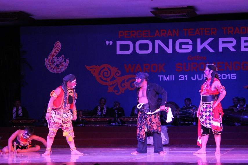 Warok Suromenggolo merupakan salah seorang pembesar pasukan (manggala) yang berasal dari Kadipaten Ponorogo, Jawa Timur