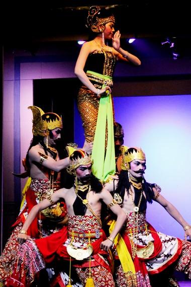 Wayang orang atau lebih dikenal dengan nama wayang wong merupakan seni pertunjukan yang berembrio dari wayang kulit