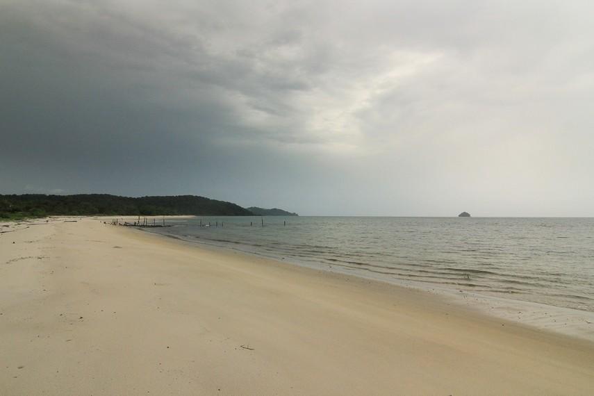 Pantai Pasir Panjang menjadi satu-satunya pantai yang terdapat di kawasan Selat Nasik, Belitung