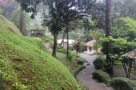 Terletak 27 km dari kota Bandung, Maribaya menawarkan keindahan alam sekaligus kenyamanan pemandian Air Panas