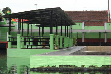 Objek wisata Cigugur memiliki 4 kolam besar yang semuanya dihuni ikan dewa dan ikan nilem