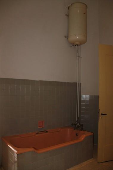 Sebuah kamar mandi di Museum Perumusan Naskah Proklamasi yang dahulu digunakan oleh Laksamana Maeda