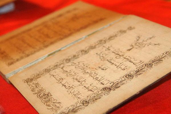 Penelitian terhadap naskah kuno sangat bermanfaat sebagi usaha mengungkap nilai-nilai budaya yang terkandung di dalamnya