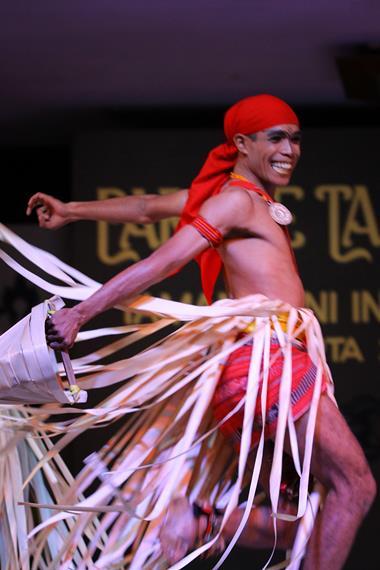 Bagi masyarakat Suku Dawan, daun lontar memiliki peranan penting dalam kehidupan dan digunakan dalam berbagai upacara adat maupun kesenian