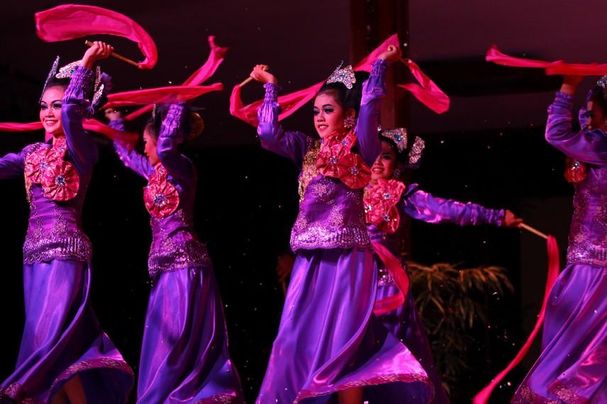 Gerak tari ini terlihat dinamis, atraktif, dan energik, tapi tetap bersahaja dan merepresentasikan kebudayaan Melayu