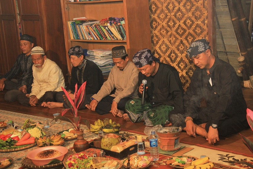 Netepkeun merupakan ritual yang dilakukan untuk menetapkan niat akan mengadakan perayaan Seren Taun