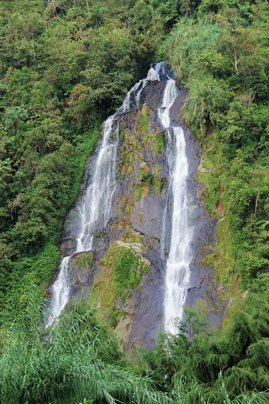 Air terjun yang terdapat di Bukit Sikunir ini memiliki ketinggian sekitar 24 meter