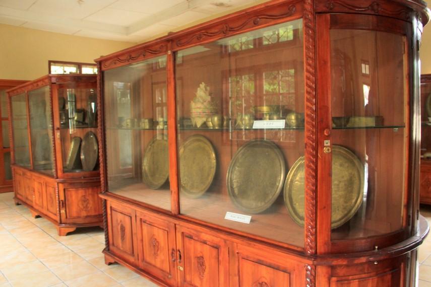 Baki dan peralatan rumah tangga peninggalan Kerajaan Badau bisa kita lihat di Museum Badau