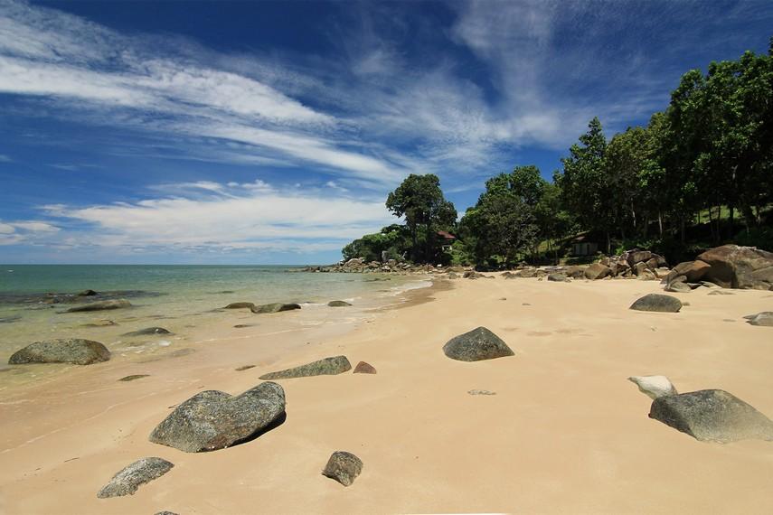Berada di Pantai Tanjung Batu akan terasa seperti berada di pulau pribadi