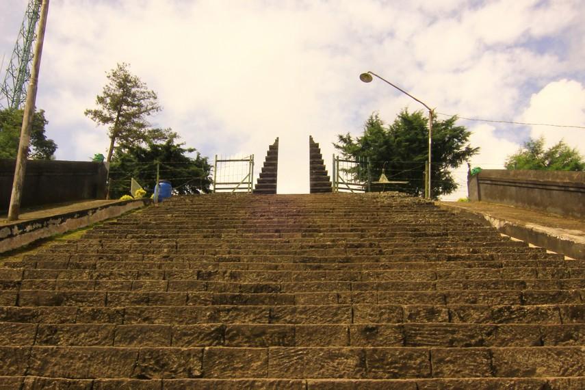 Candi Cetho diperkirakan mulai dibangun tahun 1451 M dan selesai pada 1457 M