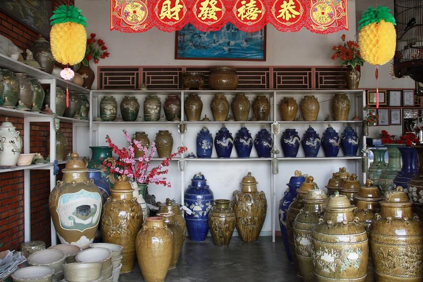Ide awal memproduksi keramik  ini karena merupakan usaha turun temurun dari keluarga Tionghoa asal Tiongkok