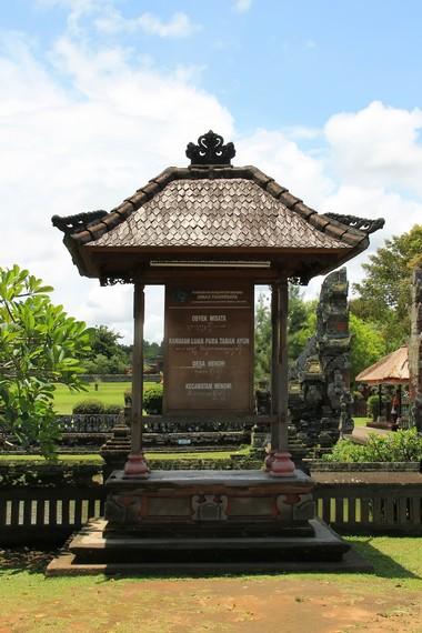 Pura Taman Ayun merupakan pura paibon dari Kerajaan Mengwi yang didirikan sekitar abad ke-18 Masehi