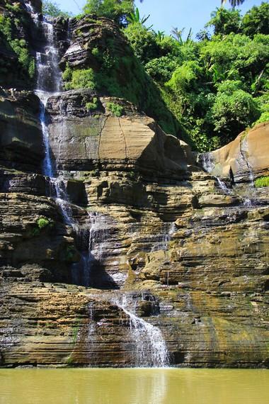Air Terjun Luhur memiliki ketinggian hingga mencapai sekitar 80 meter