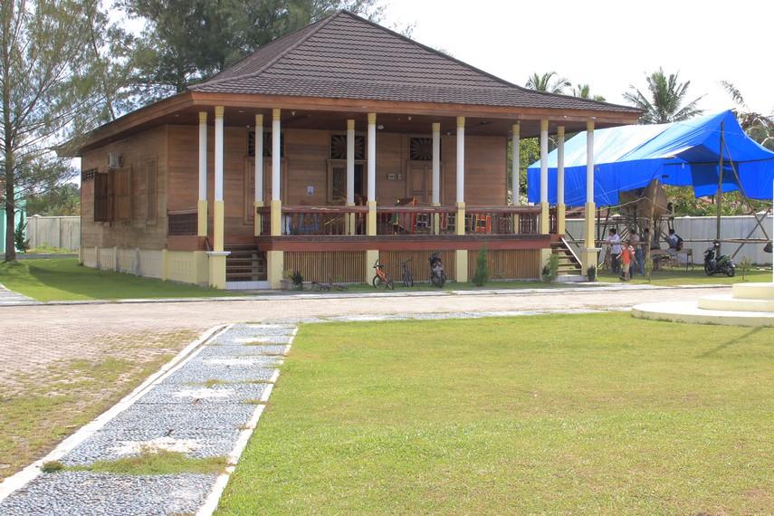 Saat tanggal 1-10 Muharram tiba, rumah ini digunakan sebagai tempat untuk pembuatan tabuik