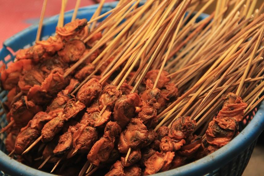 Hidangan ini menggunakan bahan kerang dari jenis kerang hijau atau 'Perna viridis L.'