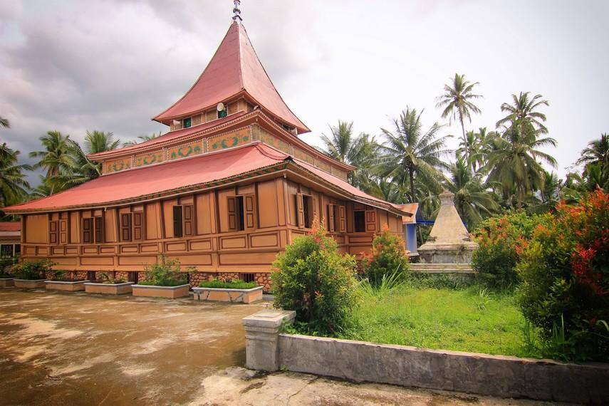 Masjid ini didirikan pada saat Sutan Chedoh (Tuanku nan Cheduk) menjabat sebagai Regent di Payakumbuh