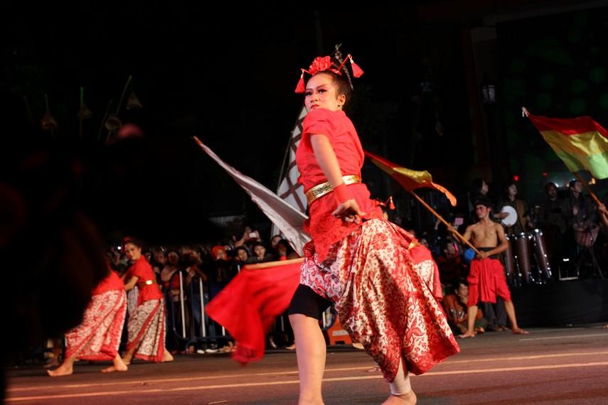 Tarian kolosal yang diselenggarakan untuk merayakan hari jadi Kota Solo ini mengambil lakon 'Adeging Kutha Sala'