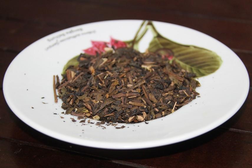 Teh beraroma harum ini merupakan hasil perkebunan teh di kawasan Solo dan di racik dengan cara yang masih tradisional