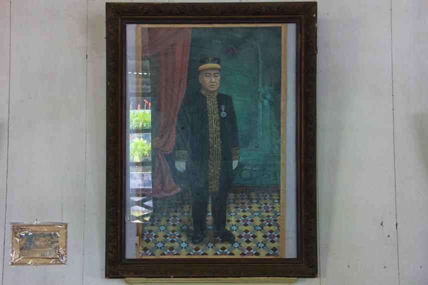 Kapitan merupakan perwira Tiongkok yang bernama asli Tjoa Ham Hin