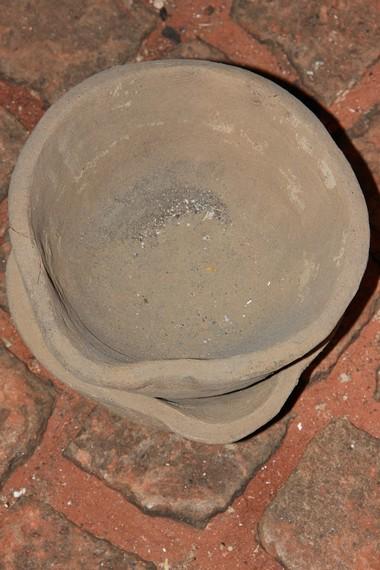 Kowi merupakan wadah sejenis mangkuk yang digunakan untuk melebur bahan dasar pembuatan gamelan