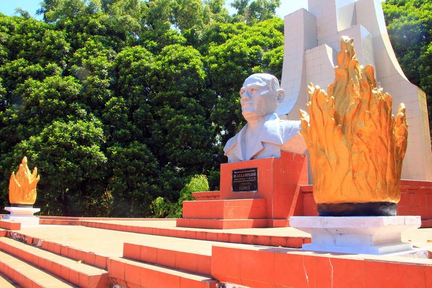 Lahir di Tondano, Sulawesi Utara, pada 1890, dan wafat di usianya yang ke 58 tahun, Sam Ratulangi dikenal sebagai pahlawan nasional