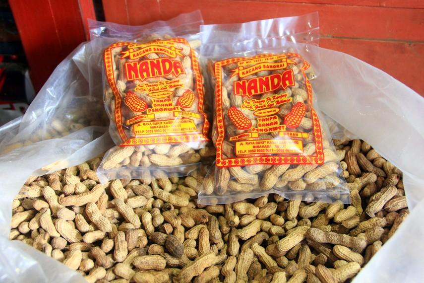 Salah satu produk yang dihasilkan masyarakat di Kawangkoan berupa kacang sangrai