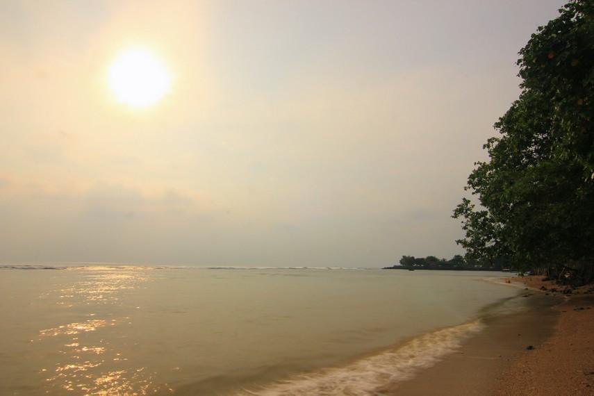 Luas pantai ini mencapai sekitar 9 hektar dan tidak memiliki garis pantai yang panjang