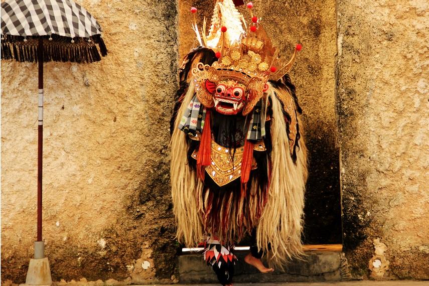 Barong dianggap sebagai raja dari roh-roh kebaikan