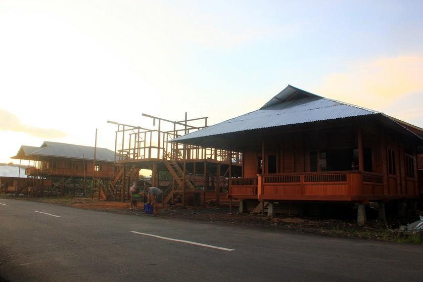 Rumah adat ini dibuat untuk dijual, bukan untuk dihuni sendiri. Harganya pun fantastis, karena mencapai angka ratusan juta rupiah