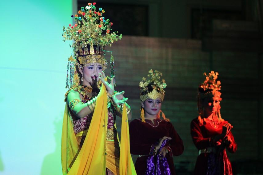 Tradisi Mandi Kasai inilah yang menginspirasi lahirnya tari kreasi dari Kabupaten Lubuk Linggau yang dinamakan dengan Tari Bujang Gadis