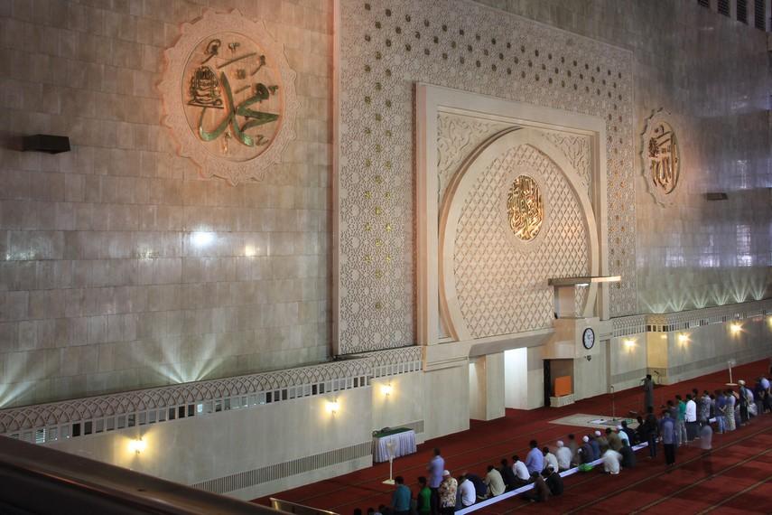Masjid Istiqlal merupakan masjid yang sengaja dibangun sebagai simbol dari kemerdekaan Indonesia