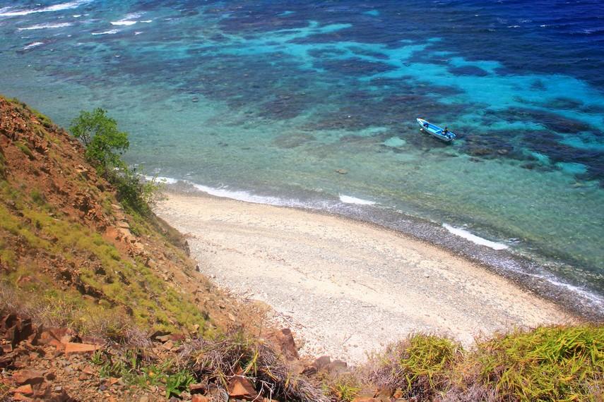 Untuk sampai ke pulau ini memerlukan waktu 3 jam perjalanan dari Kota Manado, Sulawesi Utara