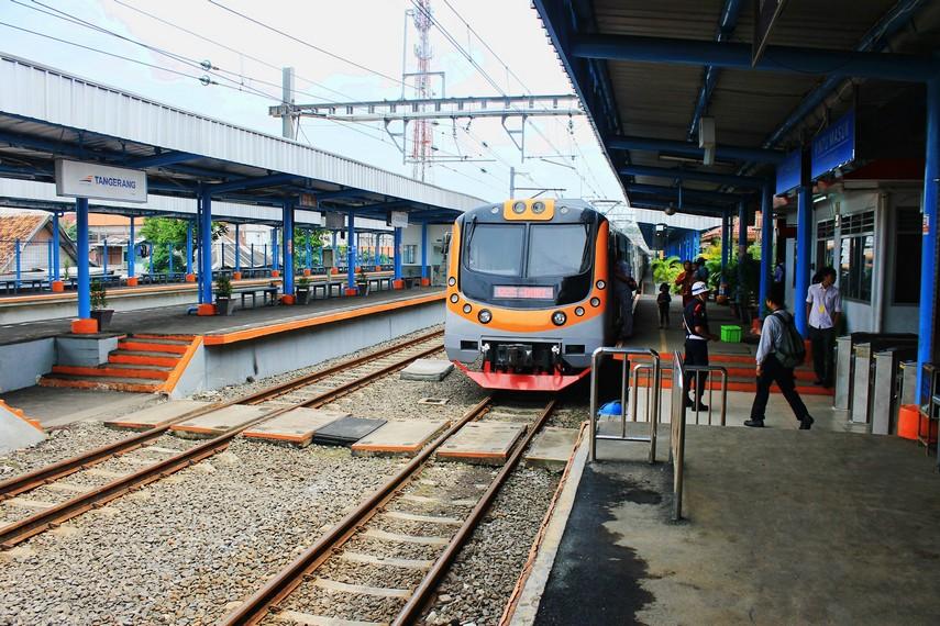 Jalur kereta api Duri-Tangerang sempat ditutup pada 1973-1975 karena alasan ekonomi. Jalur ini dibuka lagi tahun 1976