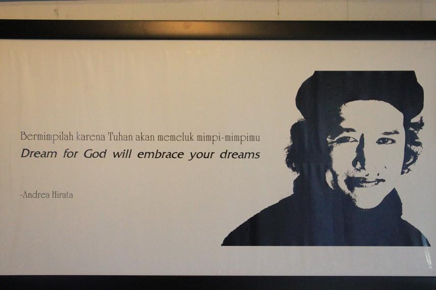 Kata-kata inspiratif dari Andrea Hirata yang diletakkan di halaman depan museum