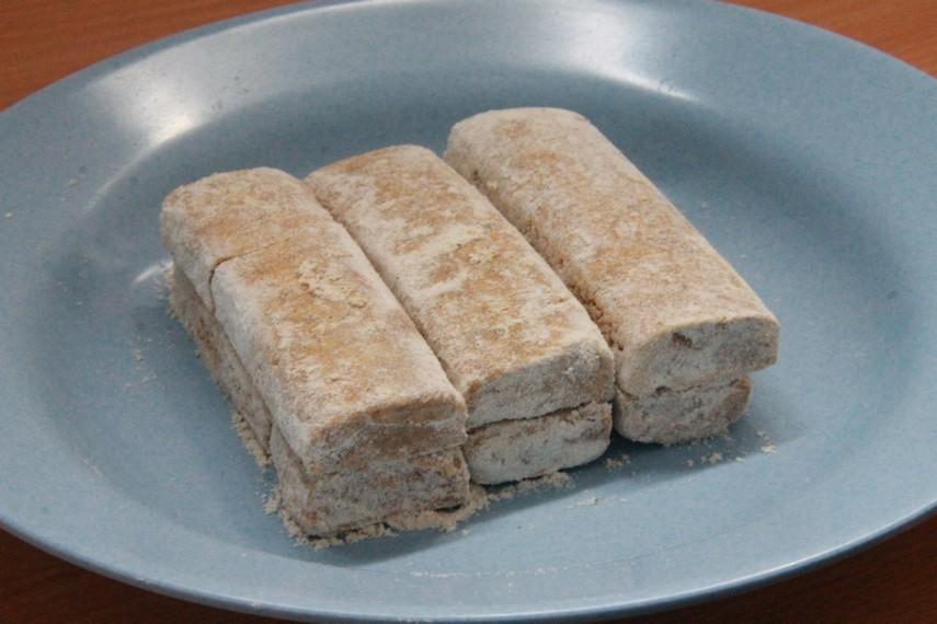 Kue geplak mungkin sudah jarang ditemukan di tempat-tempat penjual kue khas Betawi