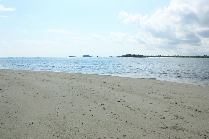 Meskipun jarang dikunjungi, Pulau Pegadoran menyimpan keindahan yang tidak kalah dibanding pulau-pulau di sekitarnya