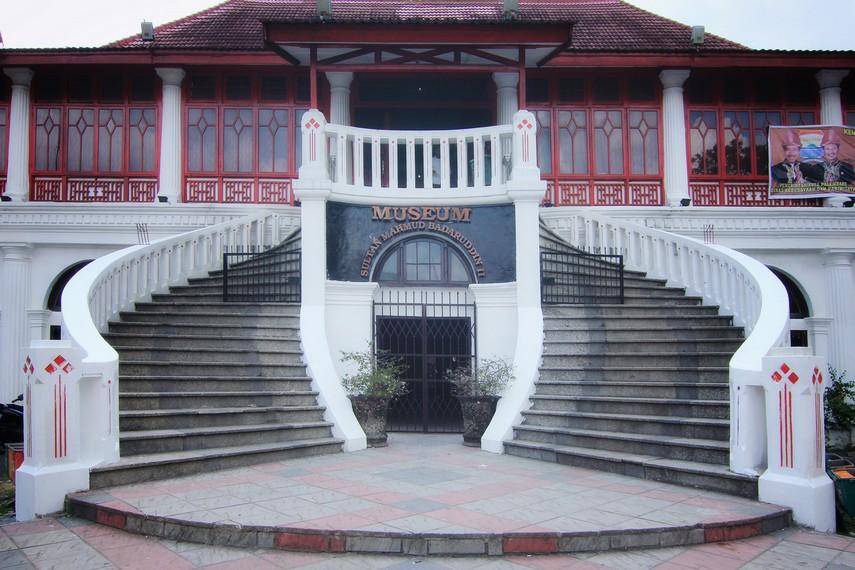 Museum Sultan Mahmud Badaruddin II menyimpan berbagai benda peninggalan Kerajaan Sriwijaya dan Kesultanan Palembang